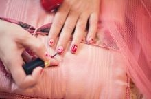 painting-fingernails-635261_640