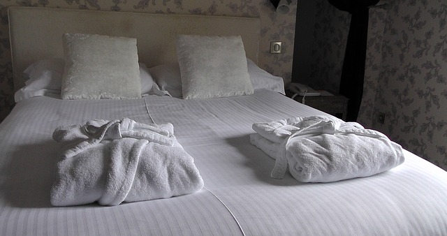 bed-1303450_640